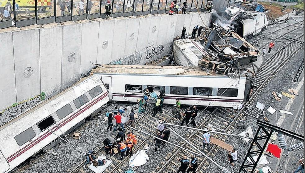 Estado del Alvia 04145 tras el accidente, el 24 de julio de 2013.