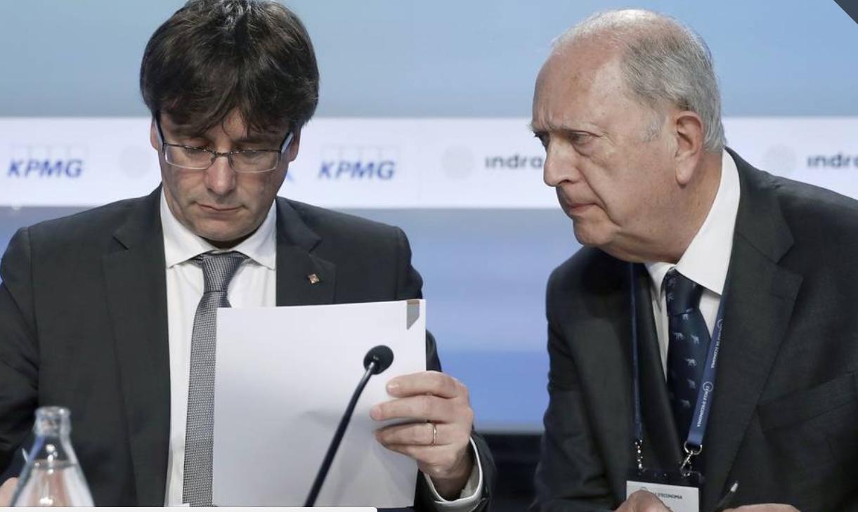 El presidente de la Generalitat, Carles Puigdemont, y el presidente del Círculo de Economía, Juan José Bruguera.