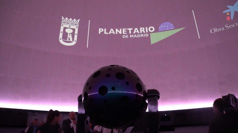 Proyector híbrido de estrellas y películas full-dome del Planetario de Madrid