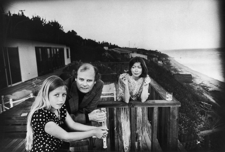 Joan Didion junto a su marido y su hija.
