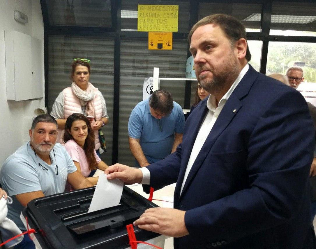 Oriol Junqueras, votando el pasado 1-O durante el referéndum ilegal.