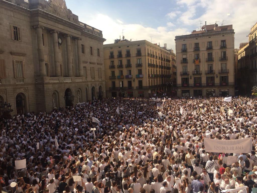 Manifestación en Barcelona, a favor del diálogo.