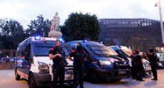 Los Mossos d'Esquadra bloquean la entrada al parque de la Ciutadella, por donde se accede al Parlament.