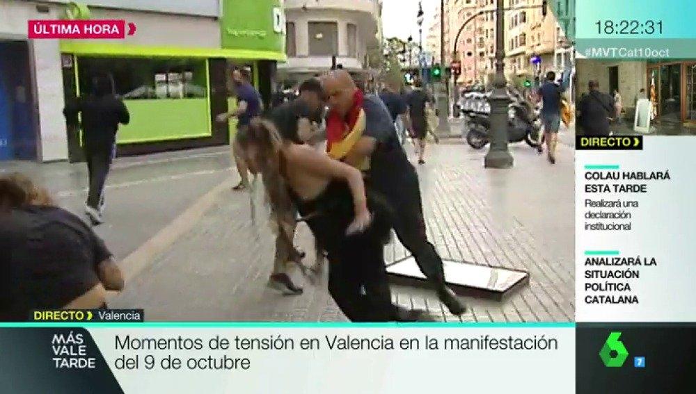 El programa de La Sexta, Más Vale Tarde, ha captado en directo una de las agresiones.