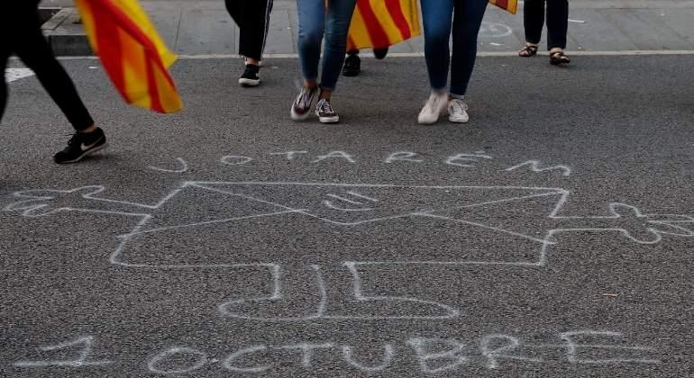 Pintada frente a uno de los colegios en Cataluña.