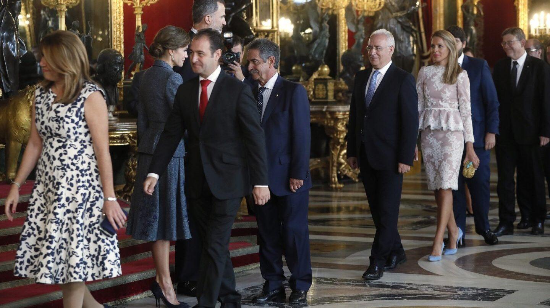 Personalidades como Susana Díaz o MIguel Ángel Revilla, en la recepción real tras los actos del 12-O