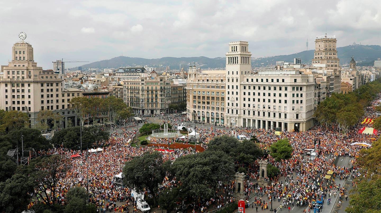 """ista de la manifestación este mediodía en la plaza de Cataluña, en Barcelona, bajo el lema """"Cataluña sí, España también"""", convocada por Societat Civil Catalana, Espanya i Catalans y otras entidades contrarias a la independencia con motivo del Día de la Fiesta Nacional."""