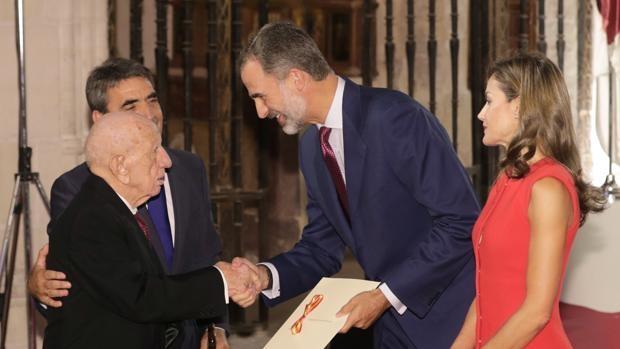 Victorino Martín recibe el Premio Nacional de Tauromaquia.