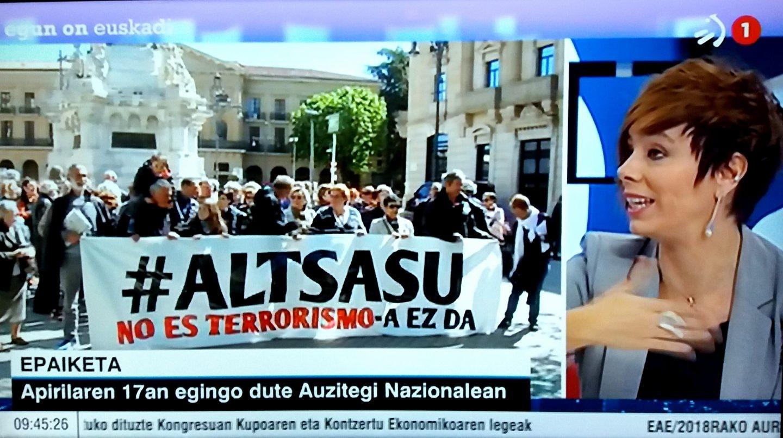 Un instante del programa 'Egun on Euskadi' de ETB-1 en el que ha participado la abogada Amaia Izko junto al padre de uno de los jóvenes acusados.