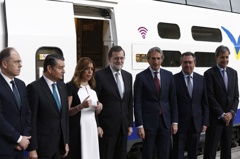 Juan Bravo (primero por la izquierda) en la celebración del 25 aniversario del AVE, en abril.