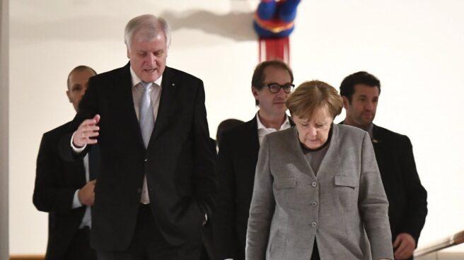 La canciller Merkel y el líder bávaro Horst Seehofer, en Berlín.