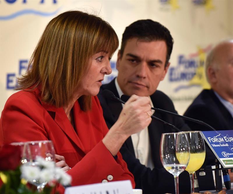 La secretaria general del PSE, Idoia Mendia, durante su intervencion hoy junto al líder del PSOE. Pedro Sánchez.