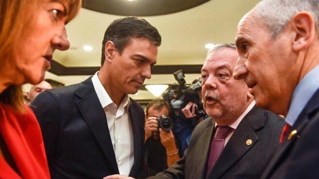 Pedro Sánchez, junto a Idoia Mendia y los consejeros del Gobierno Vasco, Pedro Azpiazu y Josu Erkoreka.