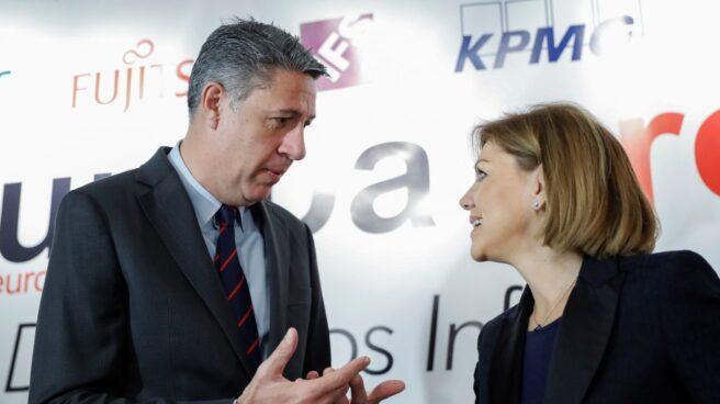 Xavier García Albiol charla con María Dolores de Cospedal.