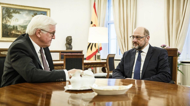 El presidente de Alemania conversa con el líder socialdemócrata, Martin Schulz, para evitar nuevas elecciones.