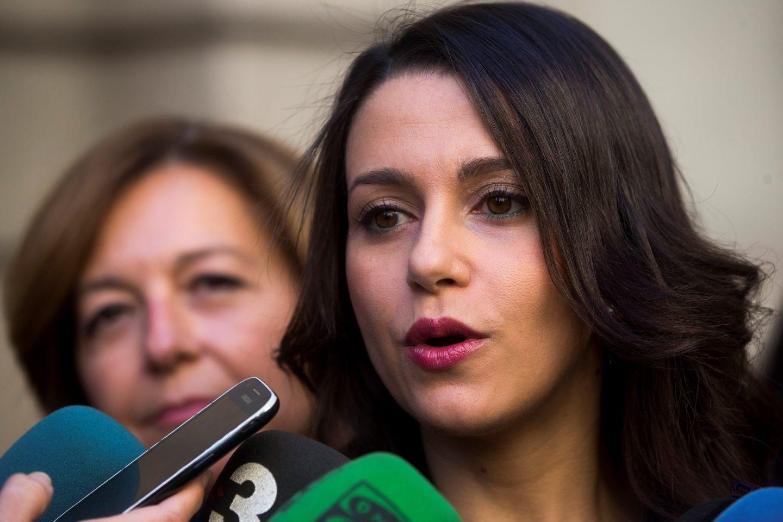 Inés Arrimadas responde a la prensa en Bruselas.