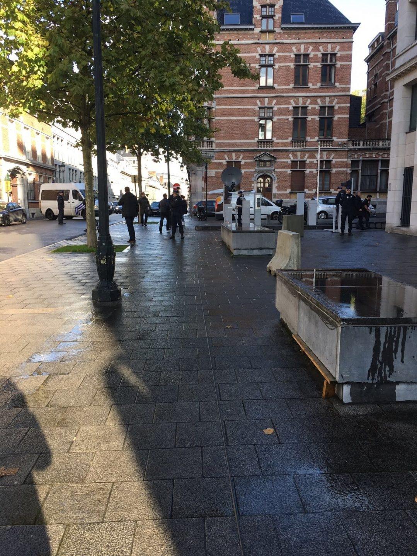 Entrada en coches de Puigdemont y los ex consellers en la Fiscalía de Bruselas.
