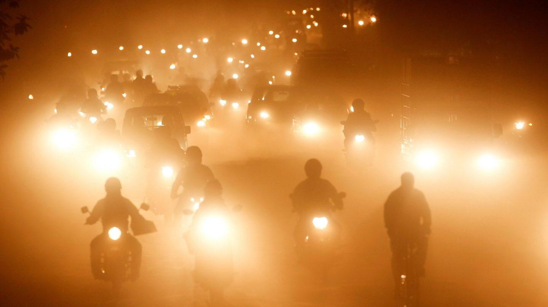Carretera de Katmandú, Nepal. La concentración de CO2 en la atmósfera aumentó el año pasado a una velocidad récord, hasta el nivel más alto en 800.000 años.