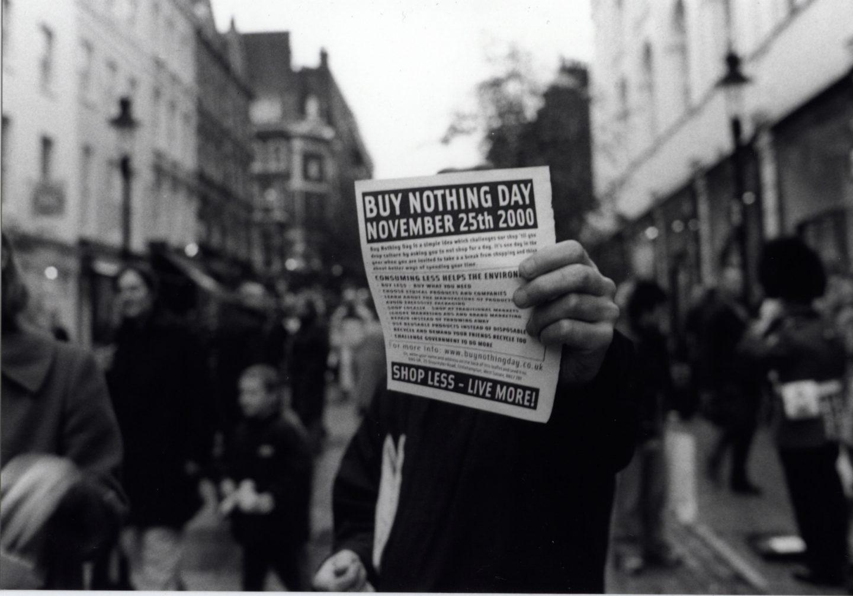 '¡Ignorad el Black Friday!': Así es el Día sin Compras