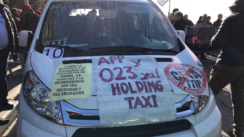 Protesta de los taxistas contra Uber y Cabify en el centro de Madrid.