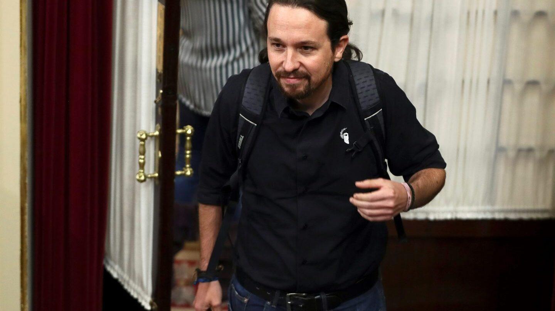 Pablo Iglesias sale del hemiciclo del Congreso.