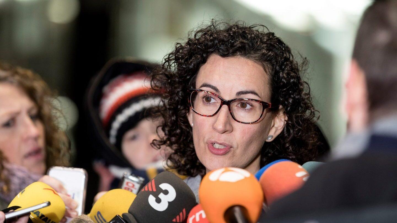 Marta Rovira (ERC) se dirige a los periodistas.