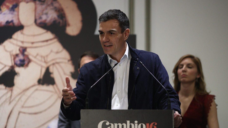 Pedro Sánchez recibe el Premio Cambio 16.
