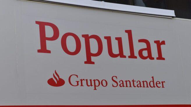 Nuevos rótulos de las oficinas de Popular tras la integración con Santander.
