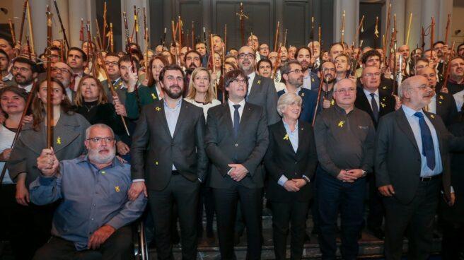 Puigdemont y los alcaldes independentistas, en Bruselas.