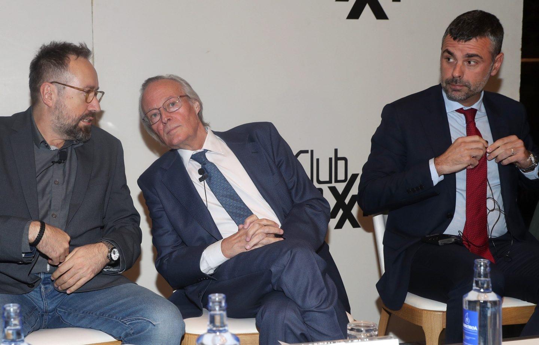 Girauta, Piqué y Vila, en el club Siglo XXI.
