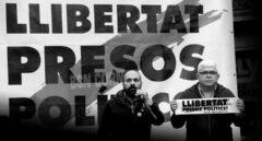Los vicepresidente de la ANC, Agustí Alcoberro (i), y de Òmnium, Marcel Mauri (d), intervienen durante un acto.