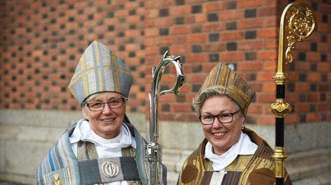 La arzobispo de la iglesia sueca, Antje Jackelen (izquierda), en una imagen tomada en 2014.