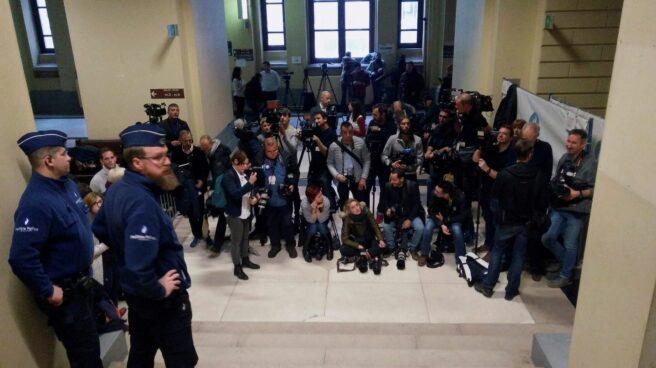 La prensa ante el Palacio de Justicia de Bruselas.