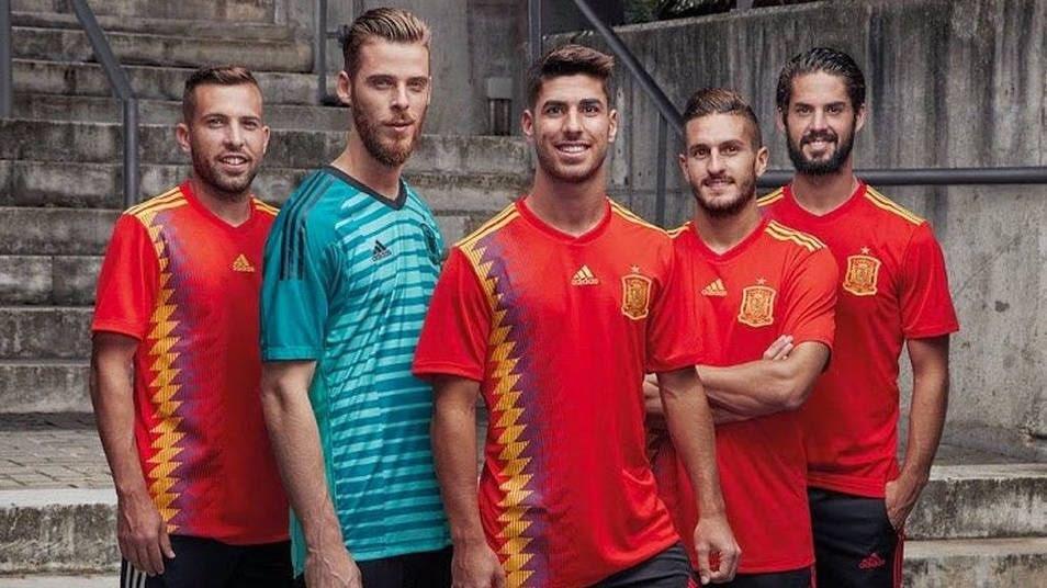 Los jugadores de la Selección Española de Fútbol presentan la nueva camiseta.