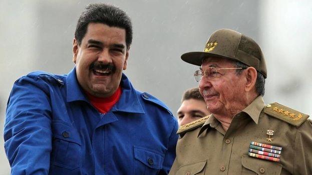 El presidRaúl Castro, junto al presidente de Venezuela, Nicolás Maduro.