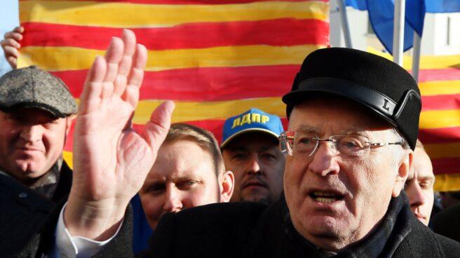 El político ultranacionalista ruso Vladímir Zhirinovski durante una manifestación ante el consulado español, respaldando la independencia de Cataluña.