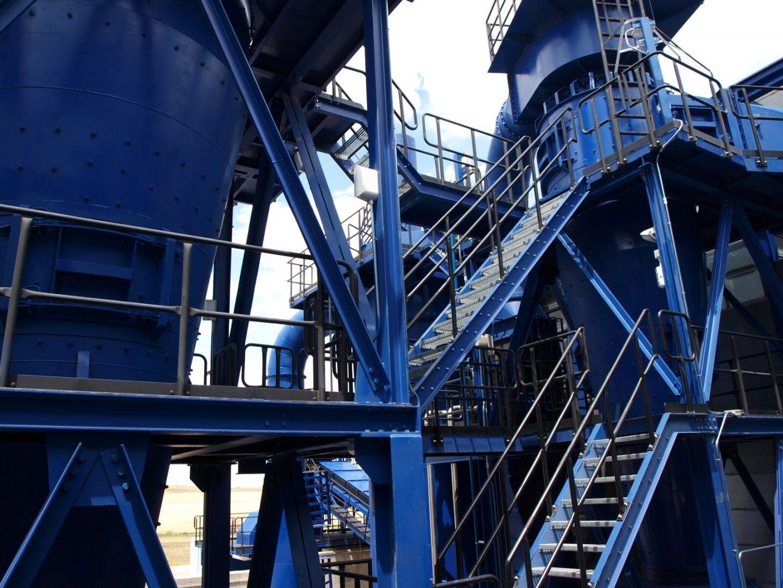 Vista de una moderna planta de reciclaje