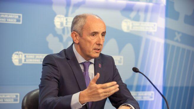 El portavoz del Gobierno vasco, Josu Erkoreka, durante su comparecencia hoy en Vitoria.