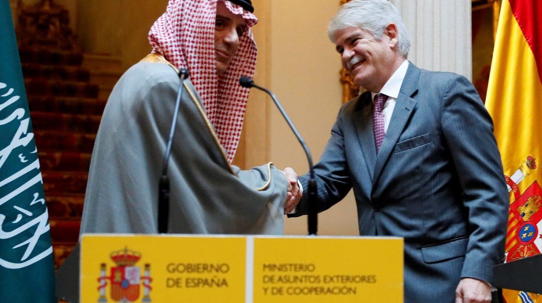 Alfonso Dastis y el ministro de Relaciones Exteriores de Arabia Saudí, Adel bin Ahmed.