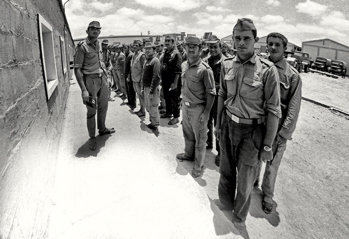 Militares en formación haciendo la mili en el Sáhara.