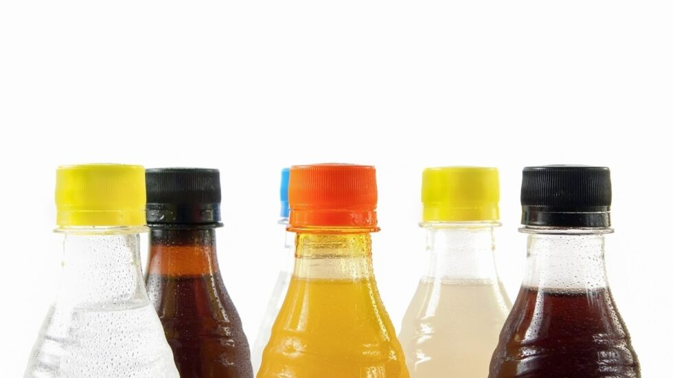 Los profesionales sanitarios piden que se aumente el impuesto sobre bebidas azucaradas.