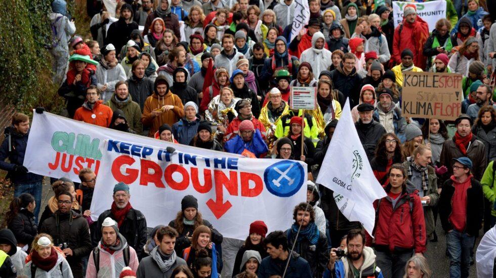 Manifestantes en Alemania piden el cierre de una mina de carbón.