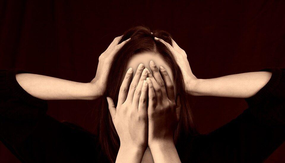 El dolor crónico, reconocido como una enfermedad en sí, es aquel que dura más de tres meses (seis, según algunos expertos).
