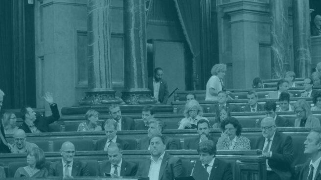 Puigdemont, Junqueras, Turull y Romeva, entre otros, en el Parlament de Catalunya.