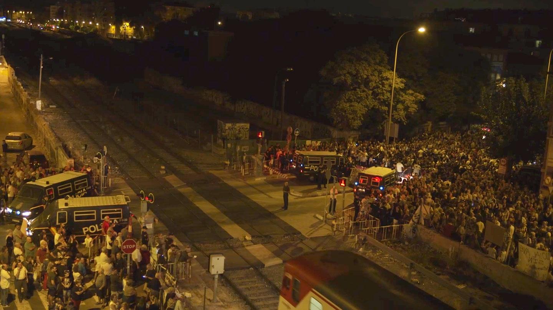 Fotograma del vídeo 'The Wall 22S2017' inspirado en la Plataforma por el Soterramiento de Murcia.