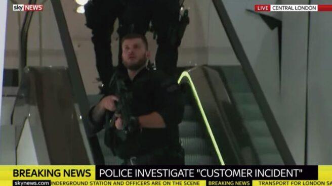 Policía durante el incidente de Oxford Station