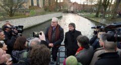 Carles Puigdemont, junto al senador Pol van den Driessche.
