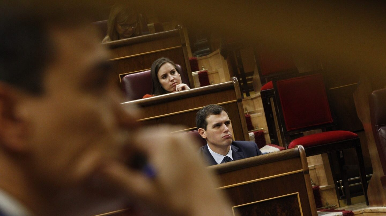El bloque constitucionalista se resquebraja y PP, PSOE y Ciudadanos empiezan la campaña electoral.