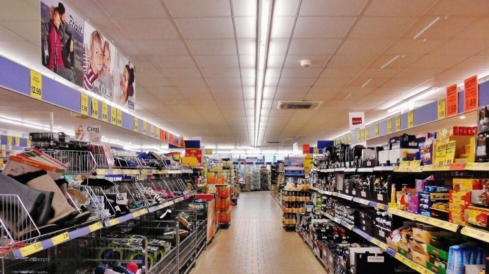 Sanidad e industria plantean reducir un 10 por ciento la sal, azucar y grasas de la cesta de la compra en 2020.
