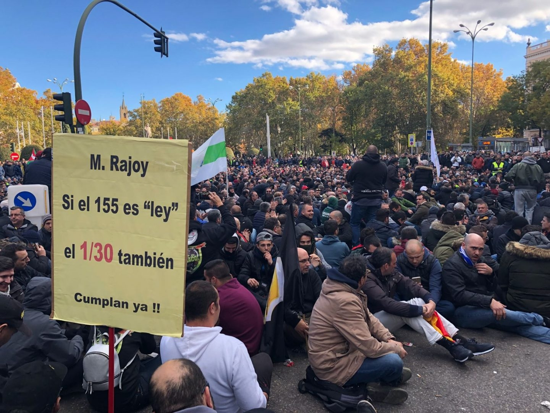 Sentada de los taxistas en la plaza Neptuno de Madrid.